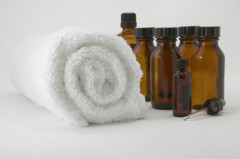 Genießen Sie entspannende Anwendungen mit warmen Ölen.
